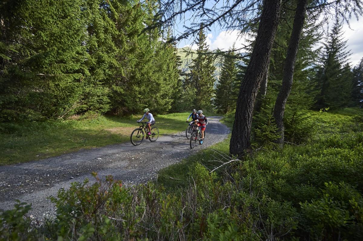 Nuova colonnina e-bike a Pesciüm